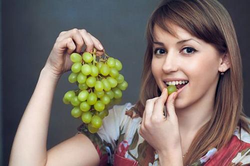 فوائد العنب للشعر